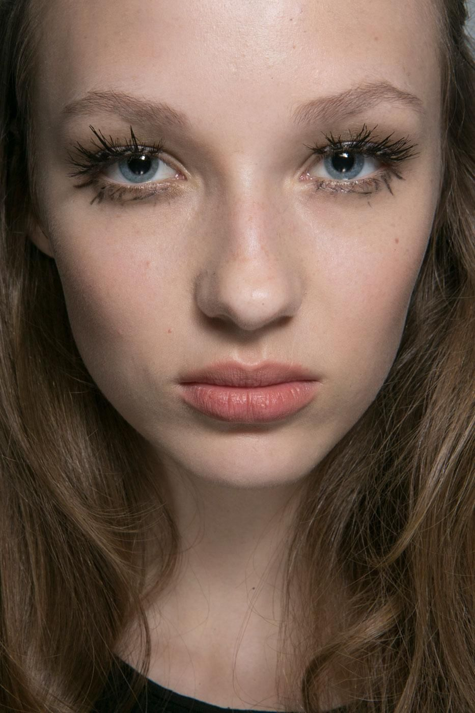 All of the Best Eye Makeup Looks From the Spring 2016 Runway Shows - bold clumpy mascara and extreme long lashes