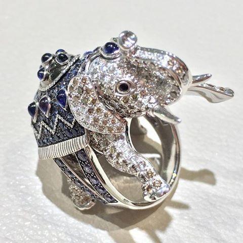 #boucheron #ellephant #ring made with #diamonds #sapphire and #platinum #jewelry #joaillerie #jewellery #hautejoaillerie #highjewellery #highjewelry #diamond #jewels #bijoux #art #design #gold #platinum #new #newcollection #newyork #love #jewelryaddict #jewelrylover #follow #followme #sapphire  #platinum #whitegold #jewelrylover