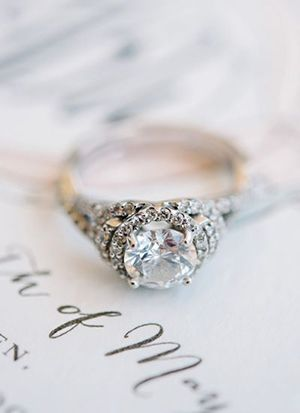 12 swoon some vintage wedding engagement rings you secretly want - Vintage Wedding Rings