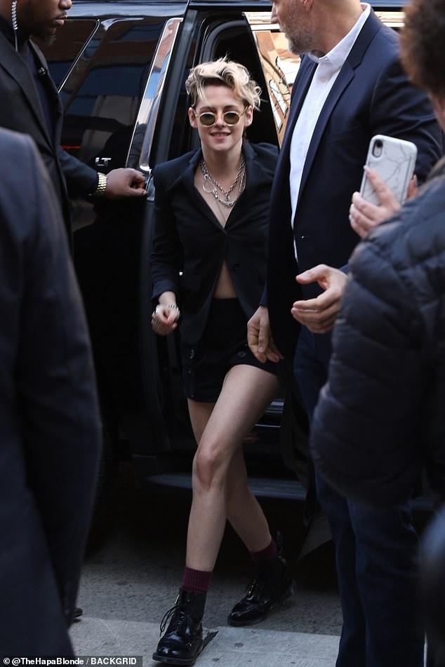 Kristen Stewart Wears Tiny Shorts & Blazer In Toronto — Pic