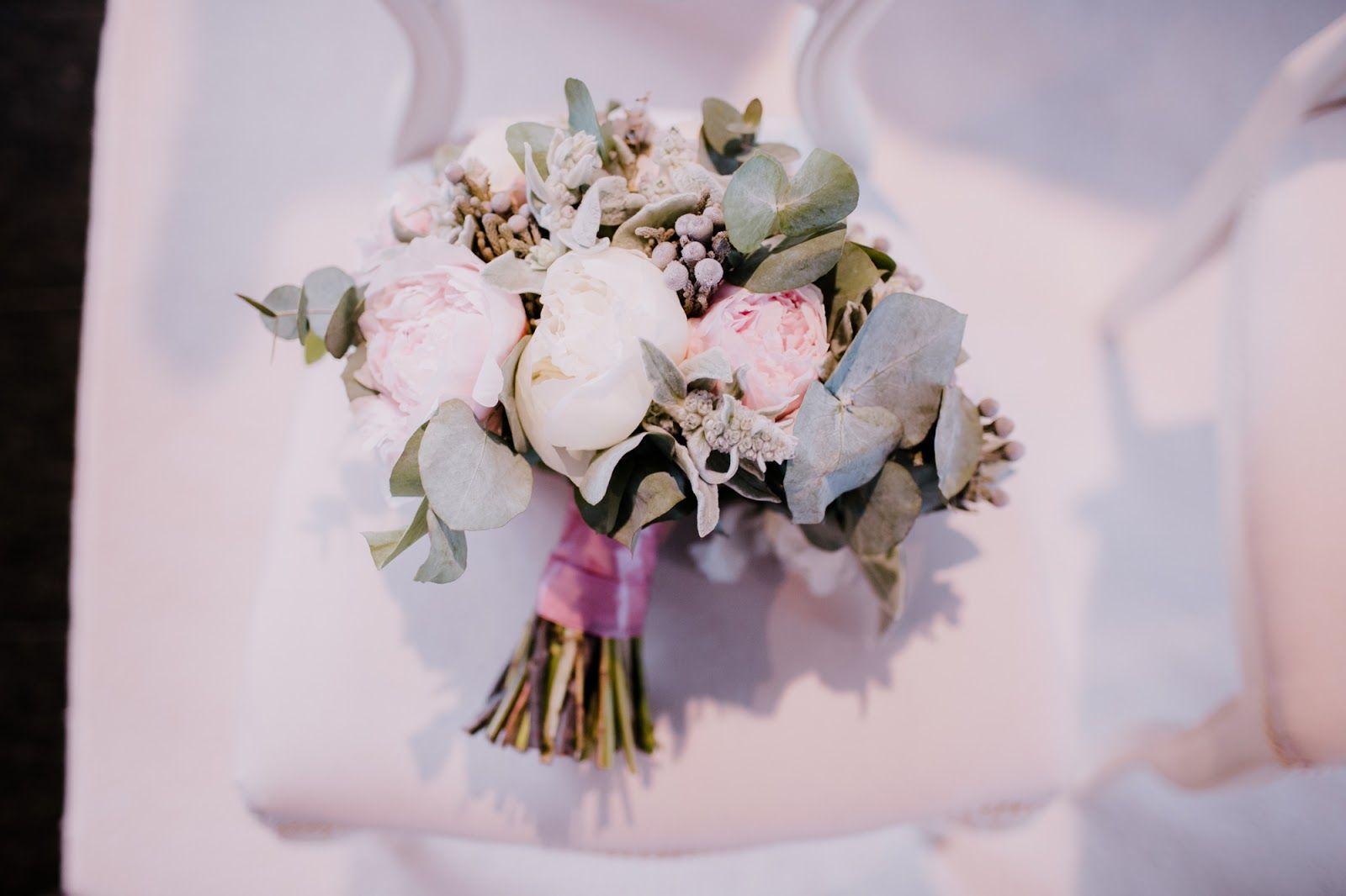 Moj Bukiet Slubny I Dekoracja Kosciola Na Slub Wedding Flowers Styloly Blog By Aleksandra Marzeda Crown Jewelry Crown