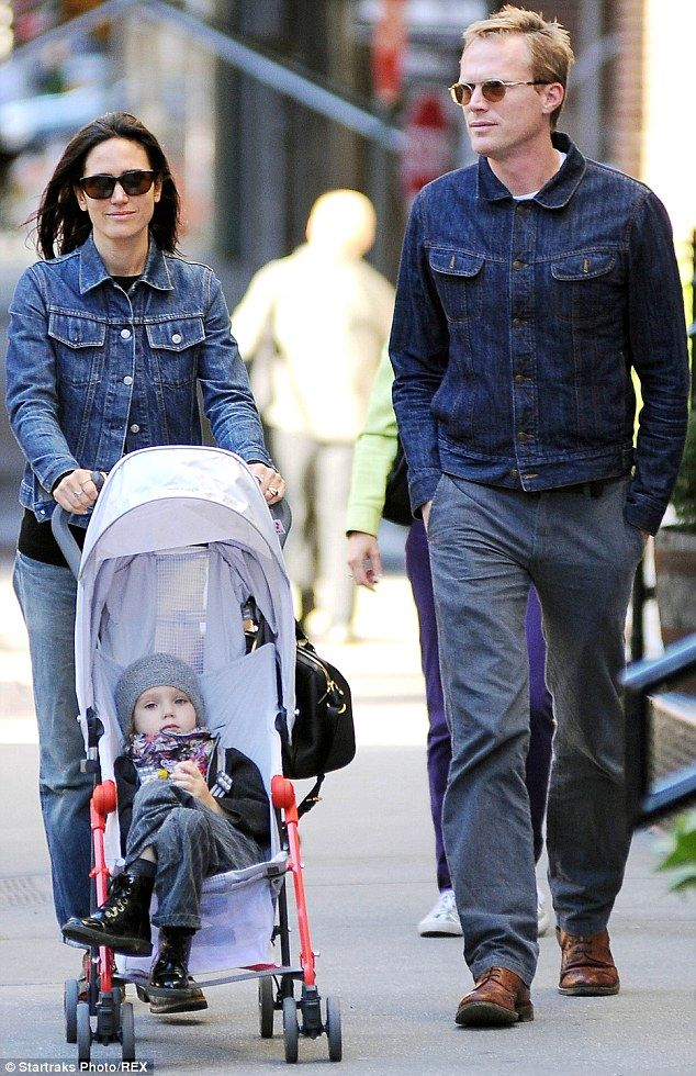 jennifer connelly and husband paul bettany wear matching denim in nyc 1 1 autumn clothes. Black Bedroom Furniture Sets. Home Design Ideas