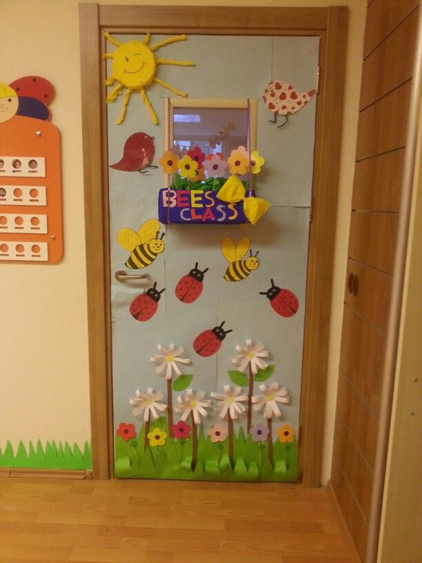 10 ideas para decorar la clase en primavera cuadernos for Decoracion puerta aula infantil