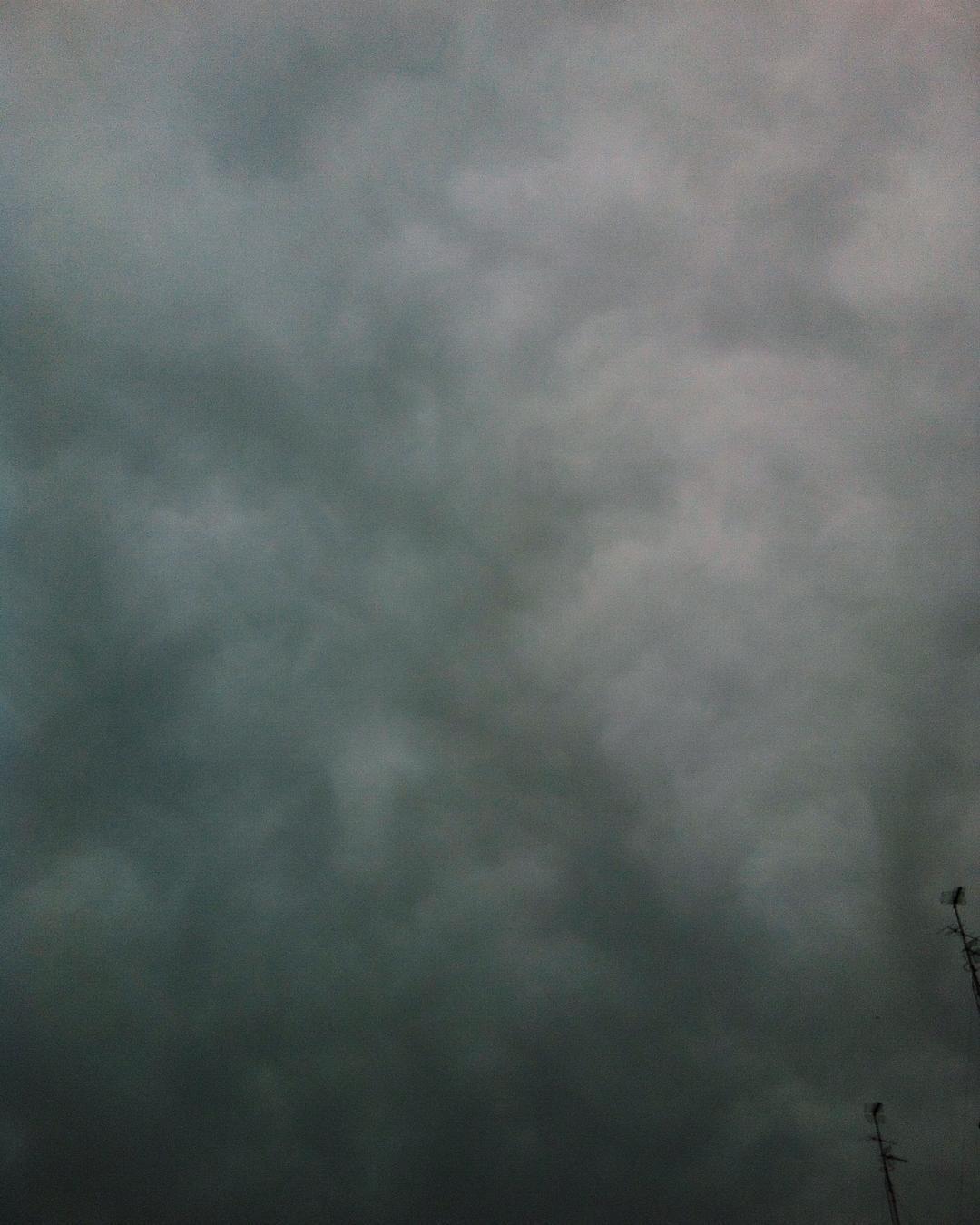 El cielo de #Valencia hoy panza de burro. by verlanga_com