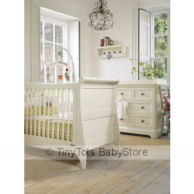 Mamas Papas 2 Pc Nursery Set Furnitre And Convertable Cot