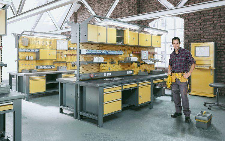 aménagement garage moderne avec des meubles de pro en jaune et gris