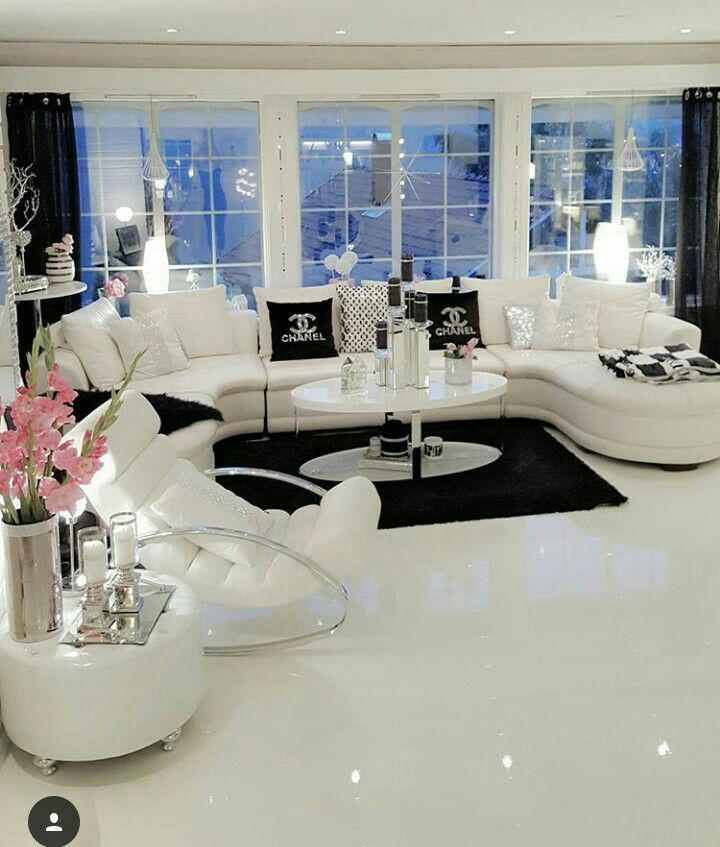 Pin de Arica Walker en Roomy   Pinterest   Salas blancas, Casas ...