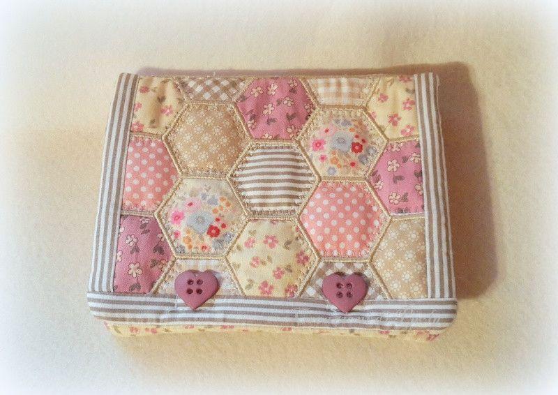 Borsellino+con+patchwork+di+esagoni+di+Creazioni+di+Paola+su+DaWanda.com