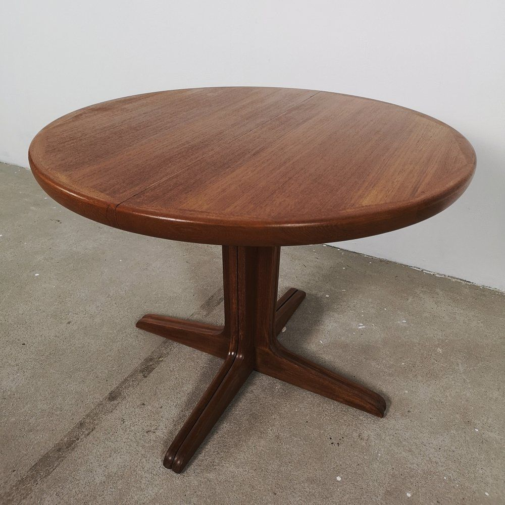 For Sale Round Teak Extendable Diningtable By Vv Mobler Denmark 1950s Teak Round Dining Table Dining Table