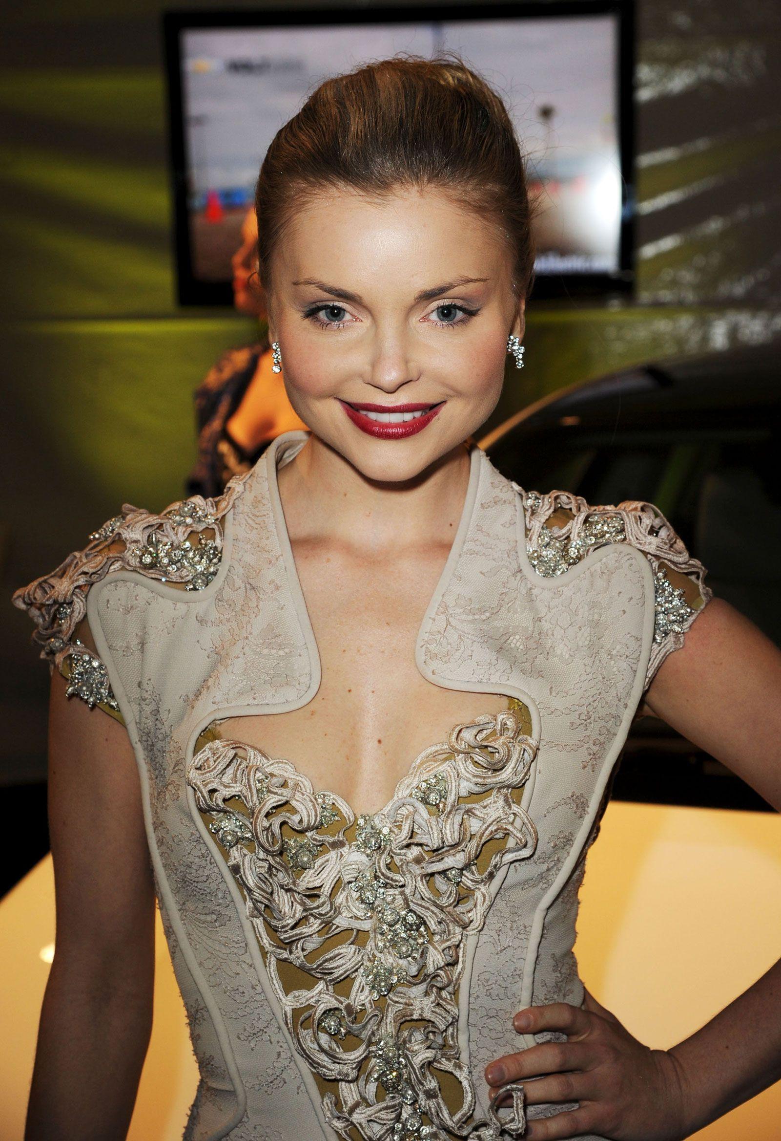Izabella-Miko-at-Global-Green-USAs-Pre-Oscar-Party-1.jpg (1600×2335)