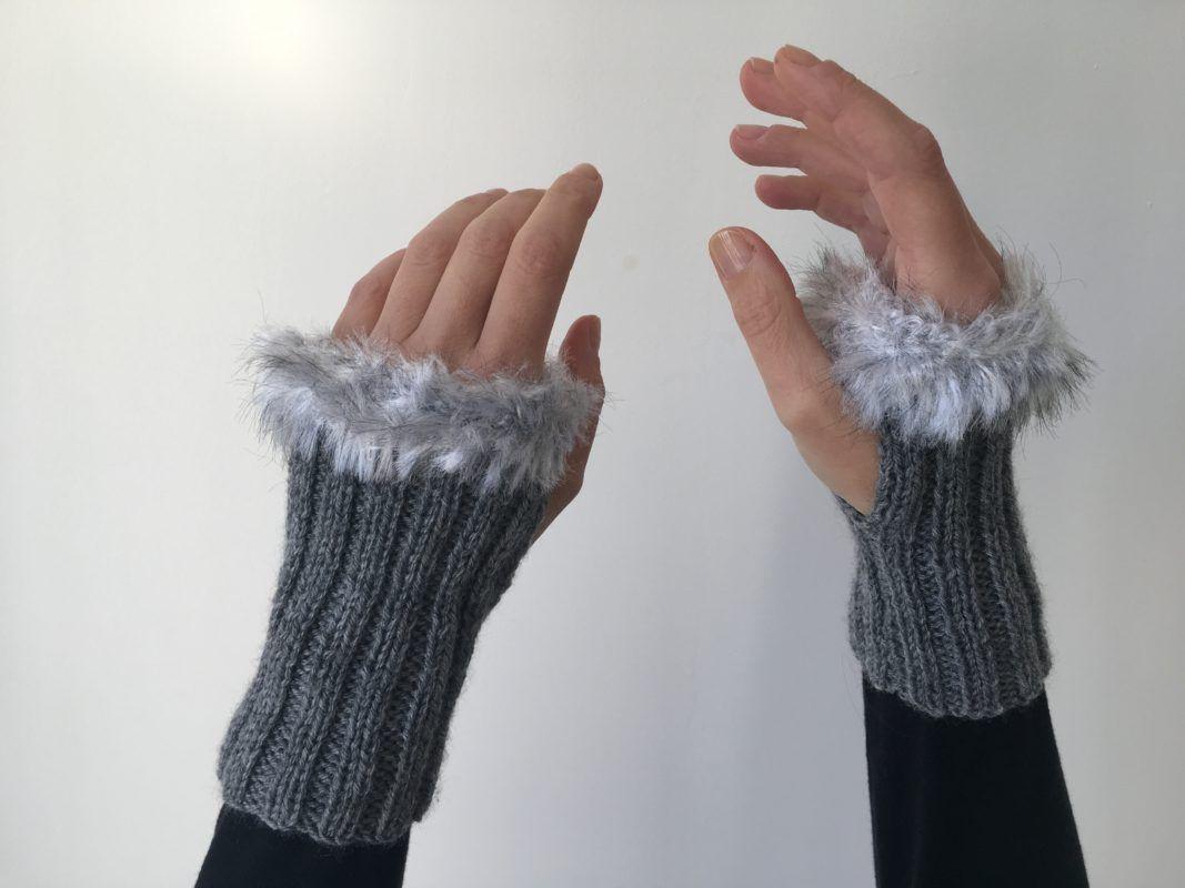 Mitaines grises avec laine poilue   Lilou Création de mode   Pinterest c55c79a9097
