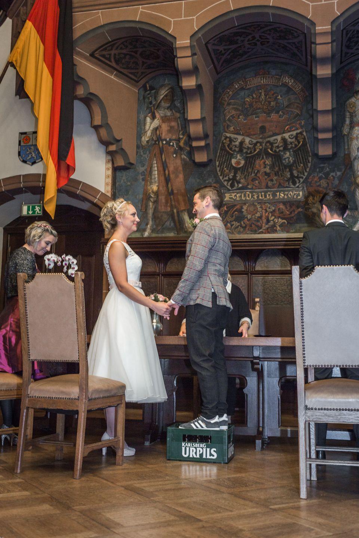 Idee Hochzeit Standesamt Mann Ist Kleiner Als Frau Standesamtliche Trauung Hochzeitsfotogtafie Hochzeit Hochzeitsfotograf Standesamtliche Trauung