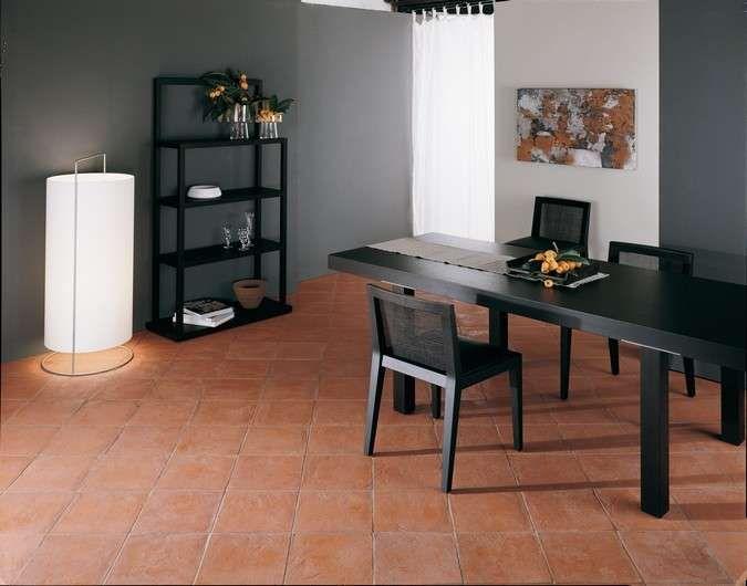 Arredare casa con pavimento in cotto - Mobili scuri e pavimento in cotto  Terracotta ...