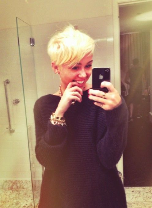 Miley Cyrus New Hairstyle Miley Cyrus Adorably Edgy New Pixie Cut