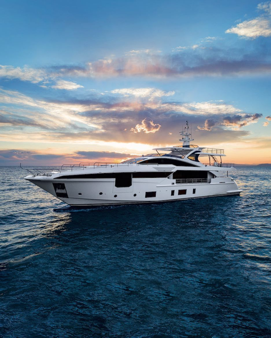 Attractive Azimut Grande 35 In Deep Sea The Man Azimut Yachts