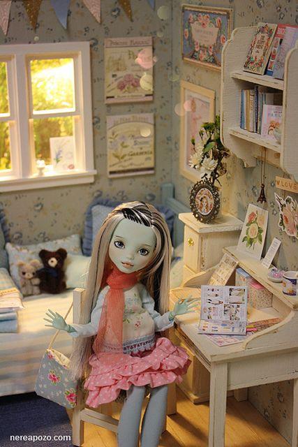 Sweet Winter diorama by Keera, via Flickr