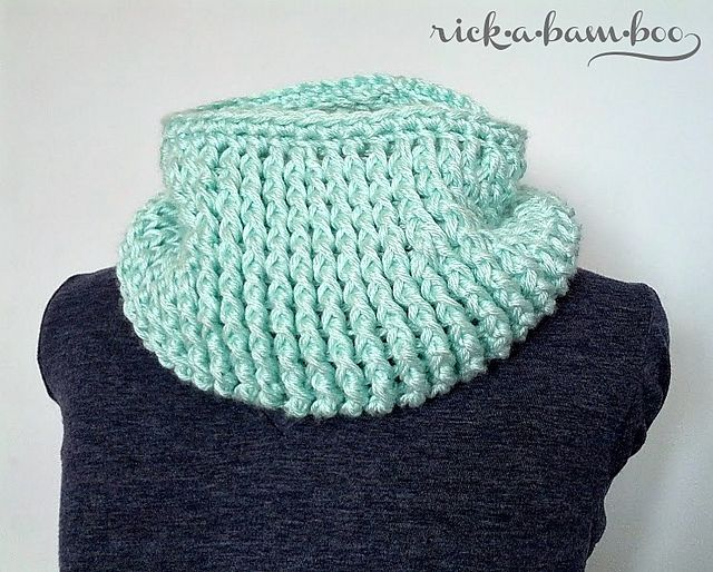 Crochet Cable Cowl by Amber Simmons free pattern   scrafs   Pinterest