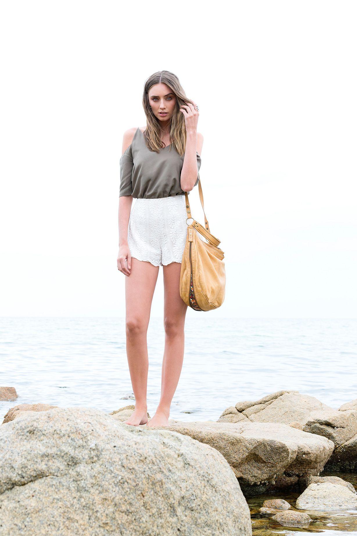Model wears Rania Bag Camel/Turkish print
