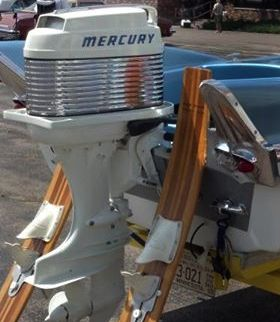 That Was One Of The First Mercury Outboard The Engine Is A 1959 Mercury Mark 55a 40hp Doing It Ever Since If It A Mahogany Boat Boat Engine Vintage Boats