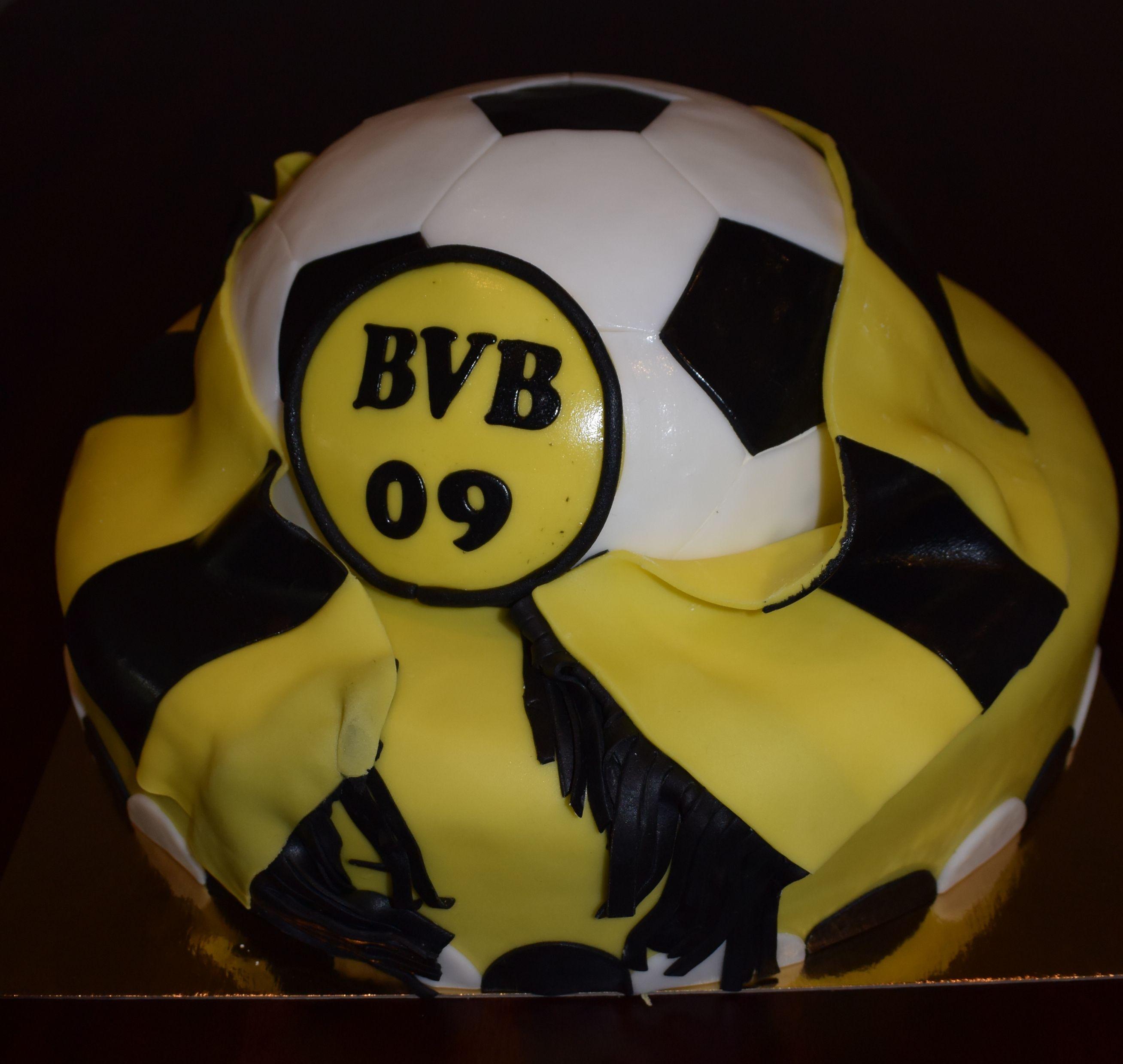 bvb soccer cake bvb fu ball torte die ersten eigenen fondant cakes pinterest soccer. Black Bedroom Furniture Sets. Home Design Ideas