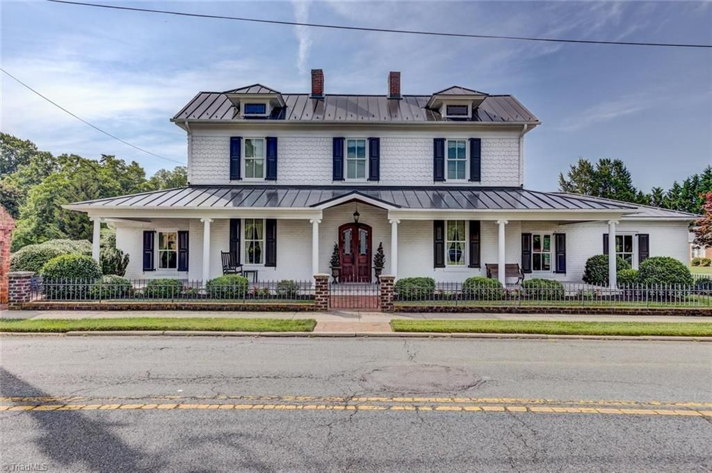 419 S Main St Kernersville Nc 27284 Mls 893430 Zillow Turquoise Tile House Old House