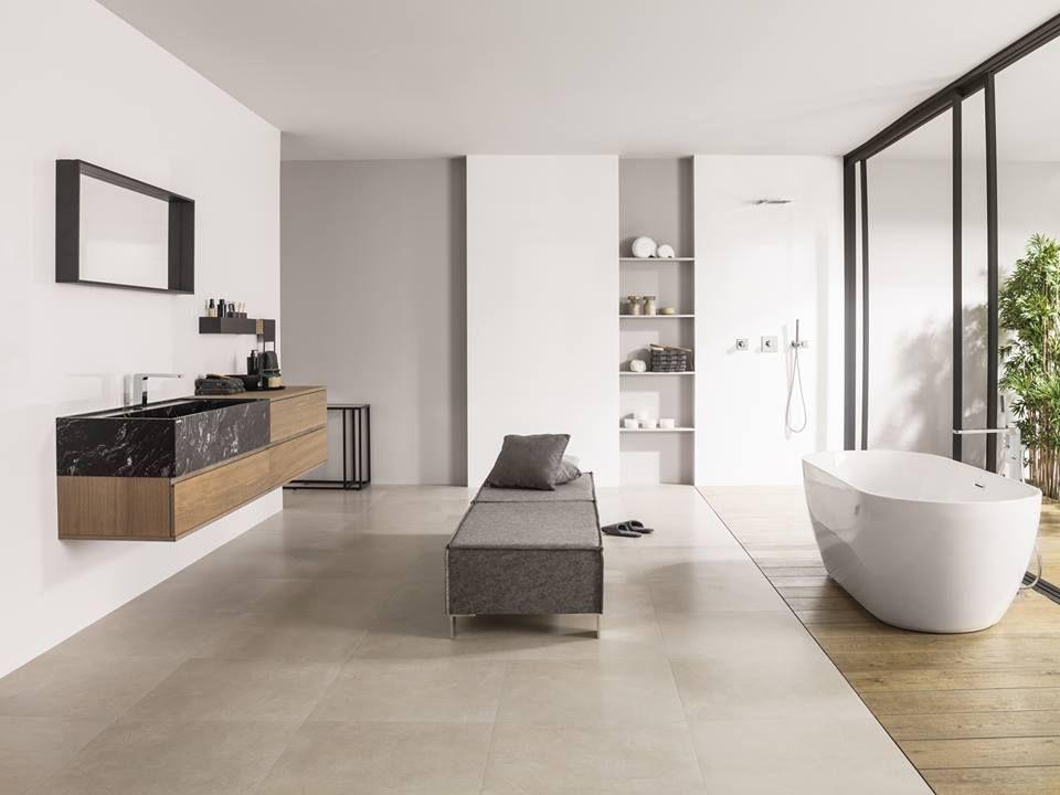 Fliesen. Badezimmer. Modern. Hell. Badewanne. Freistehend. Beinkofer.