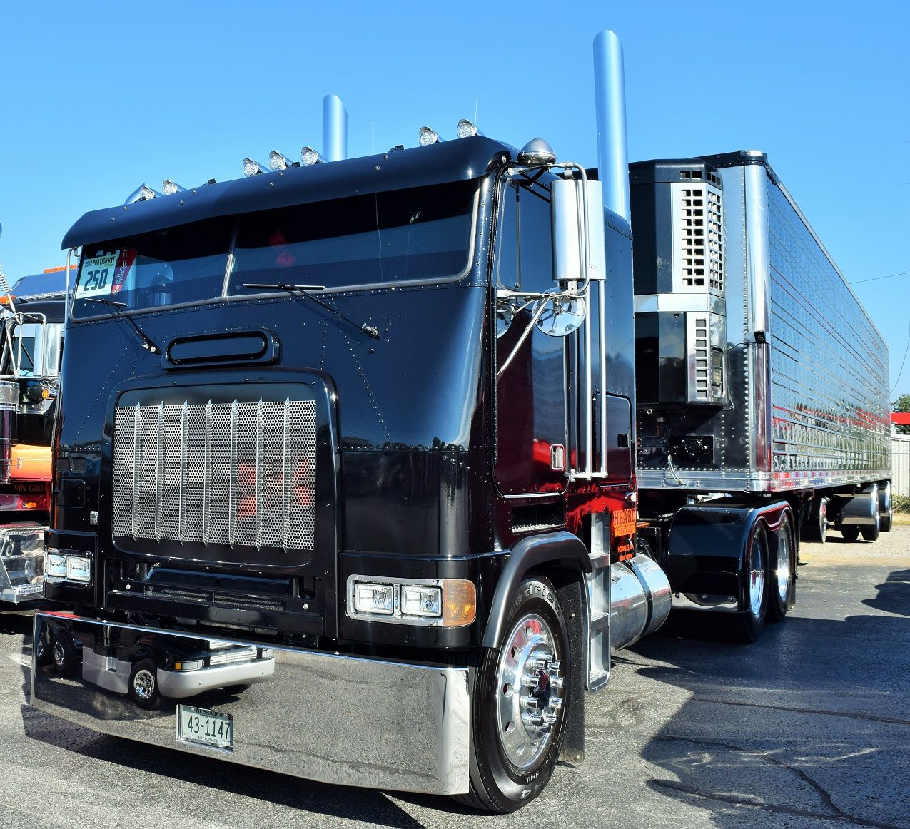Whiplash: Heard Trucking's cabover lover's dream 1996 Freightliner FLD |  Overdrive - Owner Operators Trucking Magazine