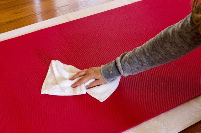 How To Clean A Lululemon Yoga Mat Ehow Lululemon Yoga Mat Lululemon Yoga Clean Yoga Mat