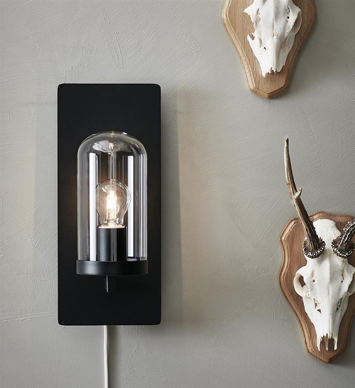 Lampa ścienna Multi USB, z gniazdem do ładowania