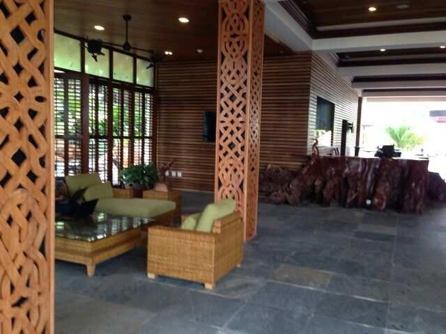 Prachtig houtsnijwerk in suriname. hotel jacana interior