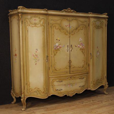 Armadio veneziano in legno laccato e dipinto Dipinti