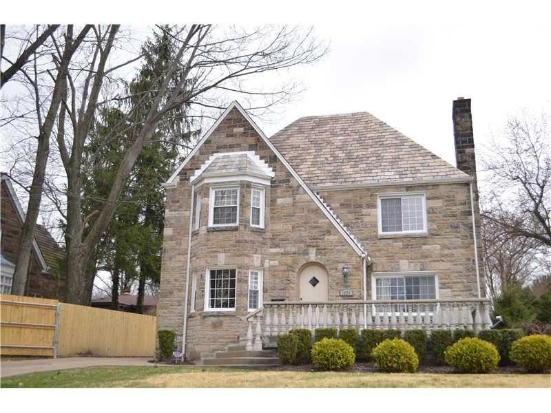 1820 Graham Blvd Blackridge Pa 15235 Mls 1002223 Coldwell Banker Window Crown Moldings House Styles Bay Window