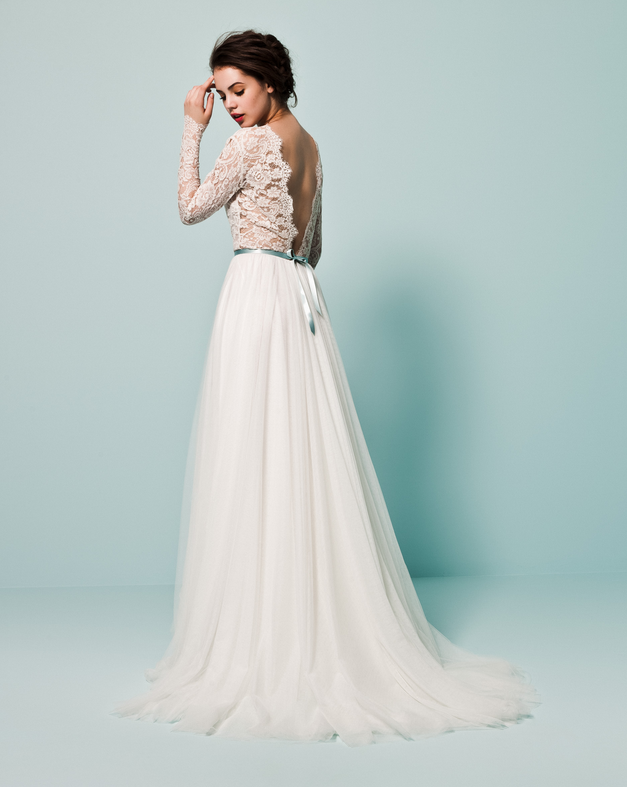 The back of this dress is to die for! Daalarna Bridal Couture | Lace
