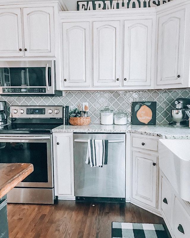 Kitchen makeover with Amy Howard one step paint