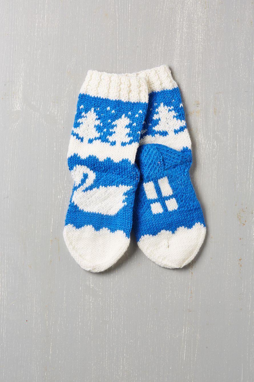 Pyysimme lukijoita neulomaan sukkia,jotka kuvastavat kotimaamme parhaita puoliaja joissa kelpaa juhlia satavuotiasta Suomea.