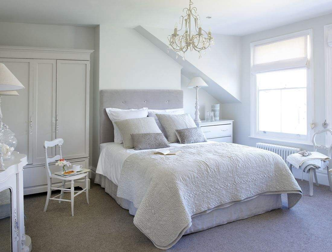 MODERN FARMHOUSE -The most heavenly white house. With it's pale chalky colour palette, impeccable styling & exquisite detailing this London home has to be as close to perfection as it gets!