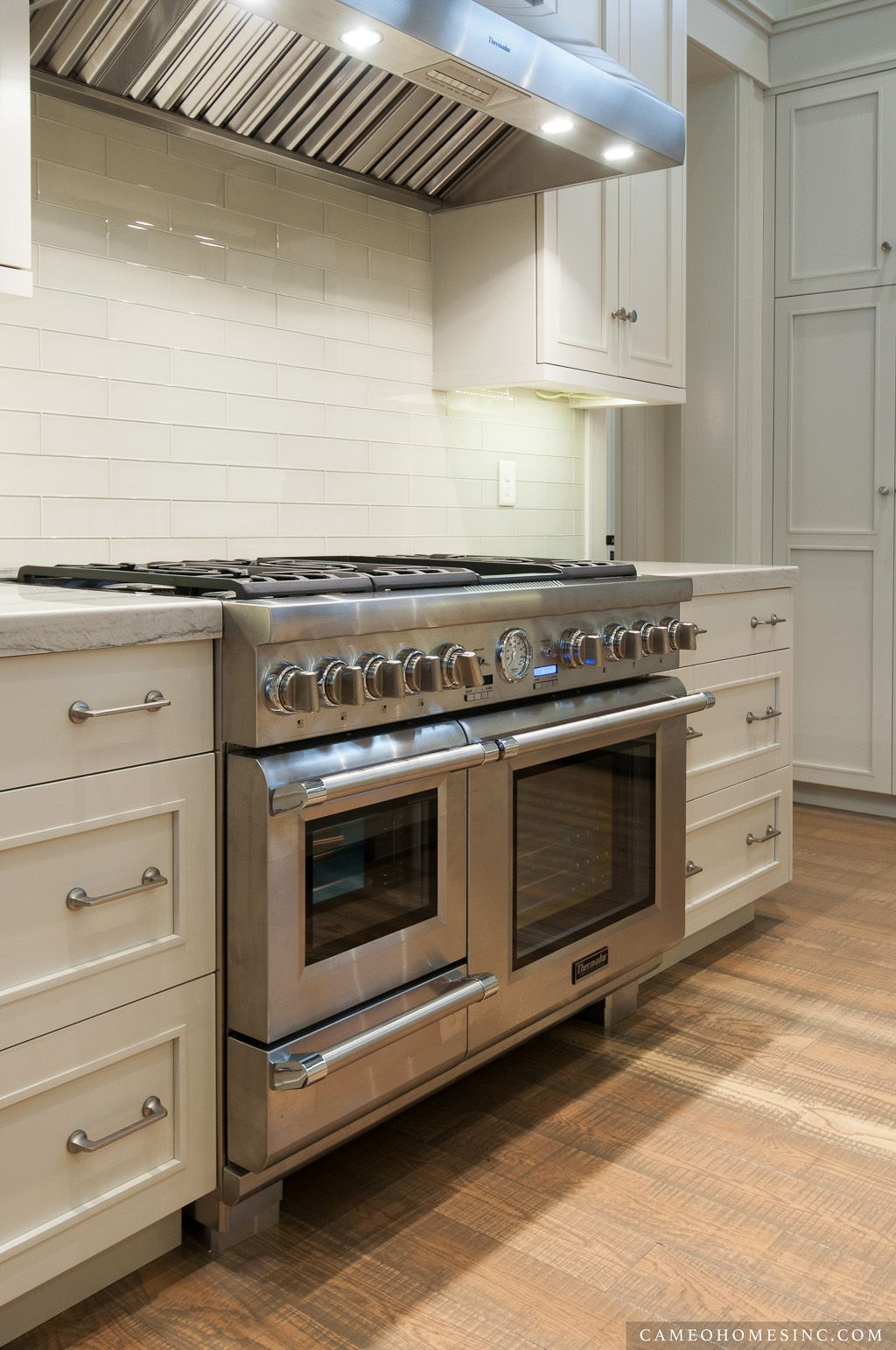 Beautiful kitchen with thermador ovens and range my for Wok cuatro cocinas granollers
