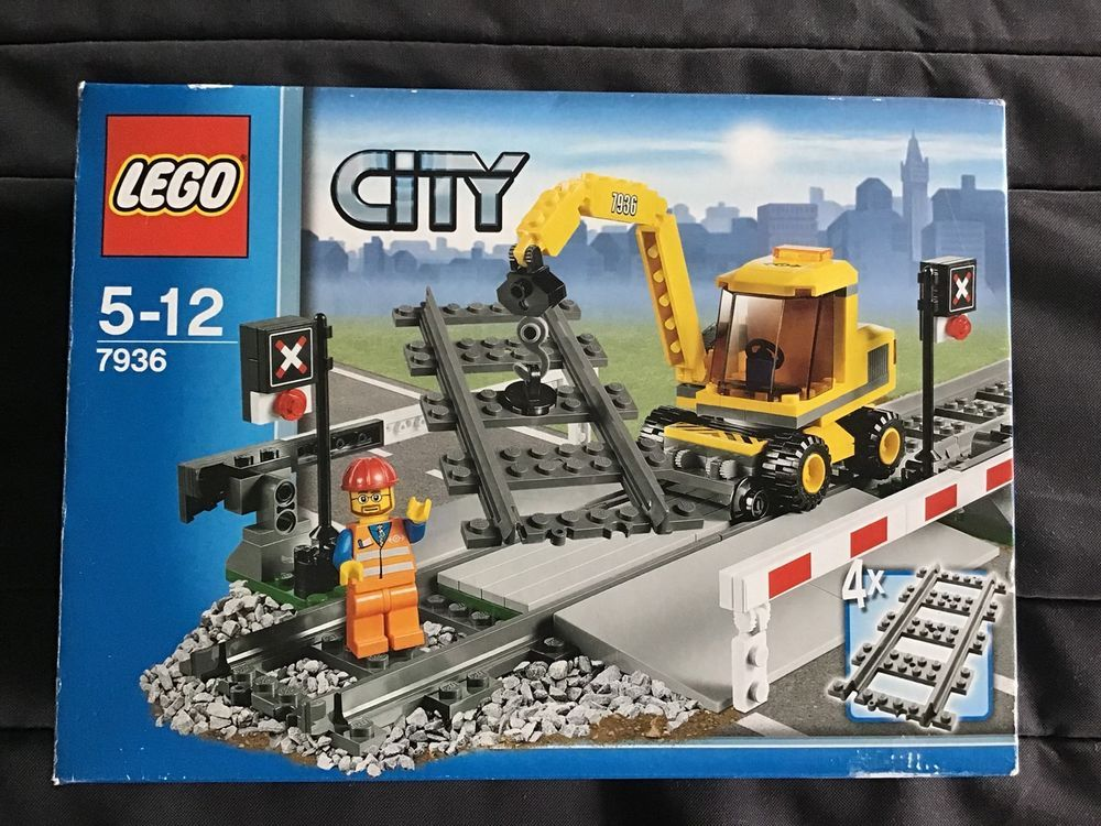 LEGO City 7936 Level Crossing with box and instructions