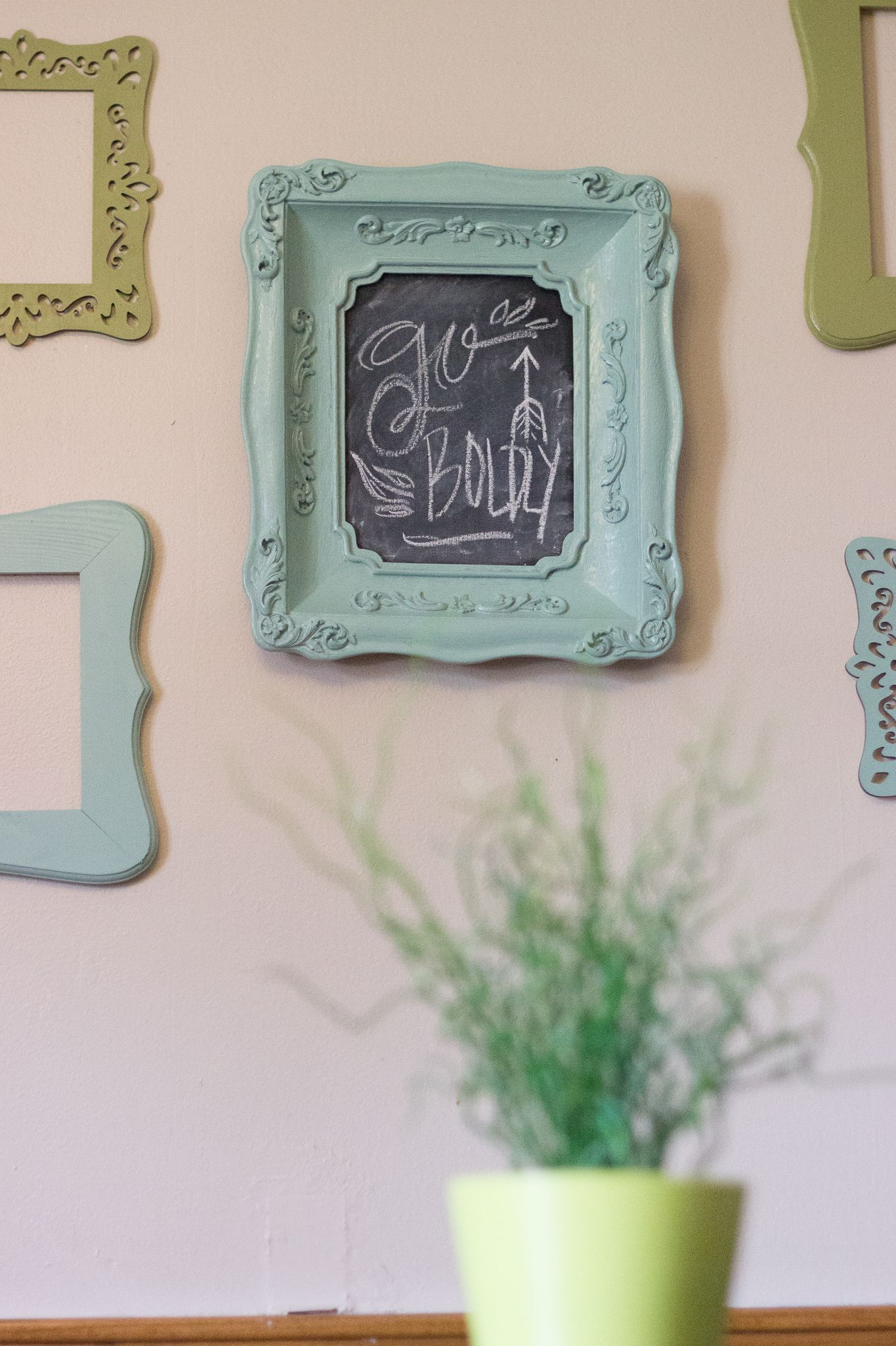 Paint An Old Frame And Turn It Into A Chalkboard