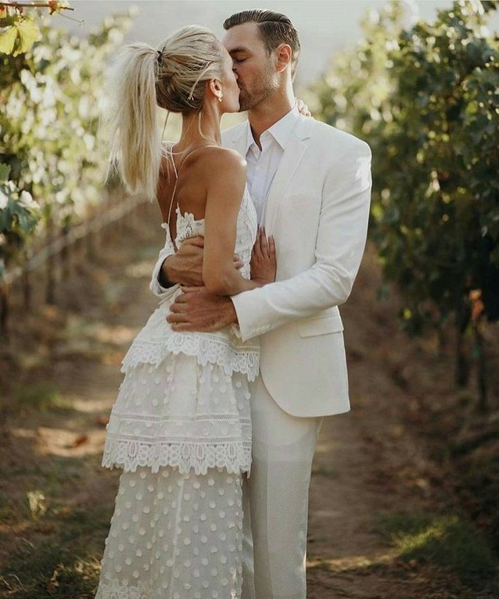 Beautiful Wedding Photos you might want to include in your wedding album | Just married photo ideas | must have wedding photos #weddingphotos #weddingphotoideas #beautifulweddingmoments #uniqueweddingphotoideas