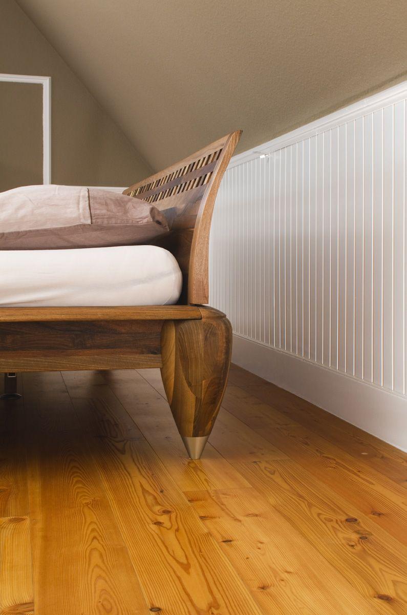 #beadboard.de   Stilvolle Wände #Wandverkleidung #Holzverkleidung  Schlafzimmer   Gemütliche Dachschräge