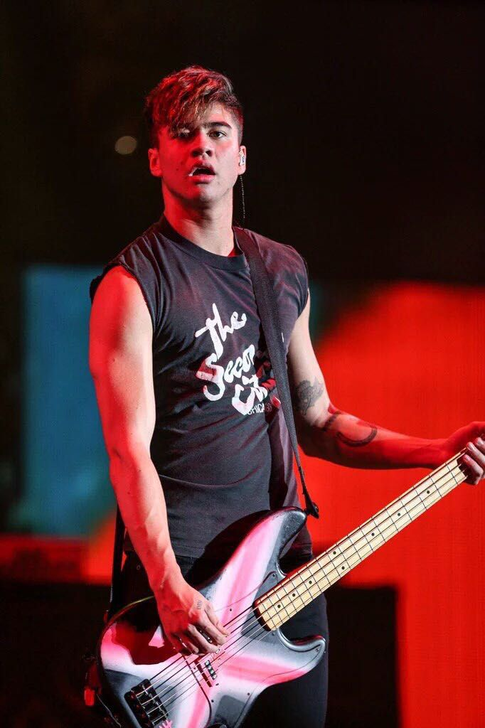 Calum Hood, Mitglied von 5 Seconds of Summer, verbringt seine wenigen… #fanfiction Fan-Fiction #amreading #books #wattpad