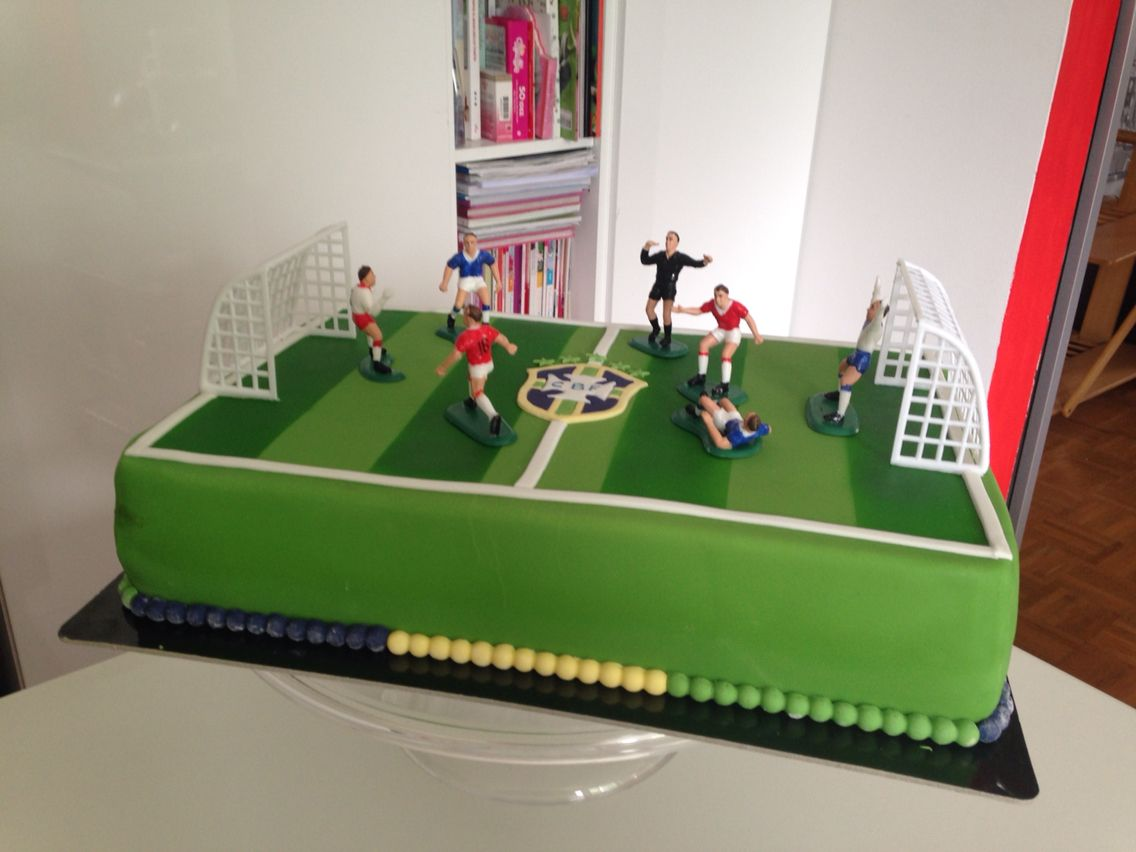 Soccer Field Cake With Images Soccer Cake Cake Decorating