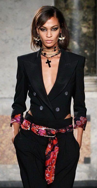 comment porter et nouer son foulard en guise de ceinture ceinture les hanches et foulards. Black Bedroom Furniture Sets. Home Design Ideas