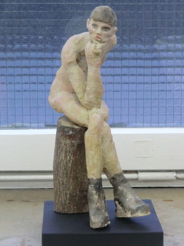 Künstler Stuttgart clay sculpture she is waiting skulptur sie wartet künstler