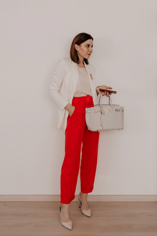 233d9df9a07a Wie kann man eine Paperbag Hose kombinieren? 5 Outfit-Ideen für ...