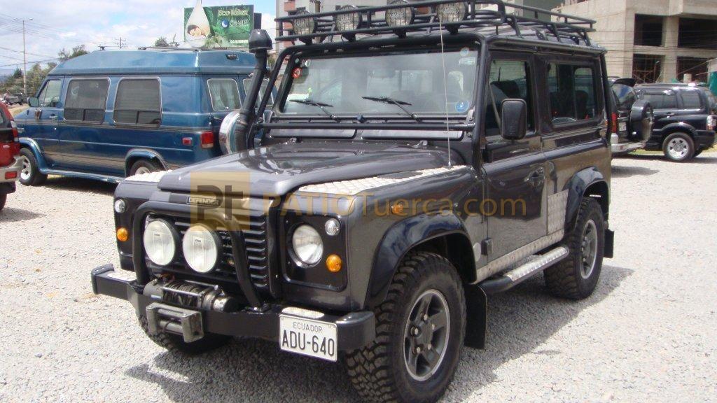 Compra Venta Autos Todoterreno Land Rover Defender 90 Td5 2001 Usado En Quito Ecuador Por 36900 Patiotuerca Land Rover Suv Suv Car
