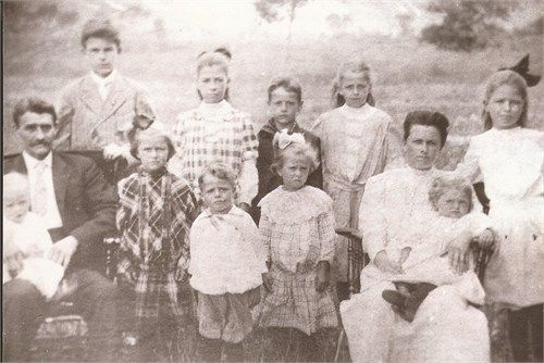 Clarence Delos Mathie with his wife and their family in 1908.