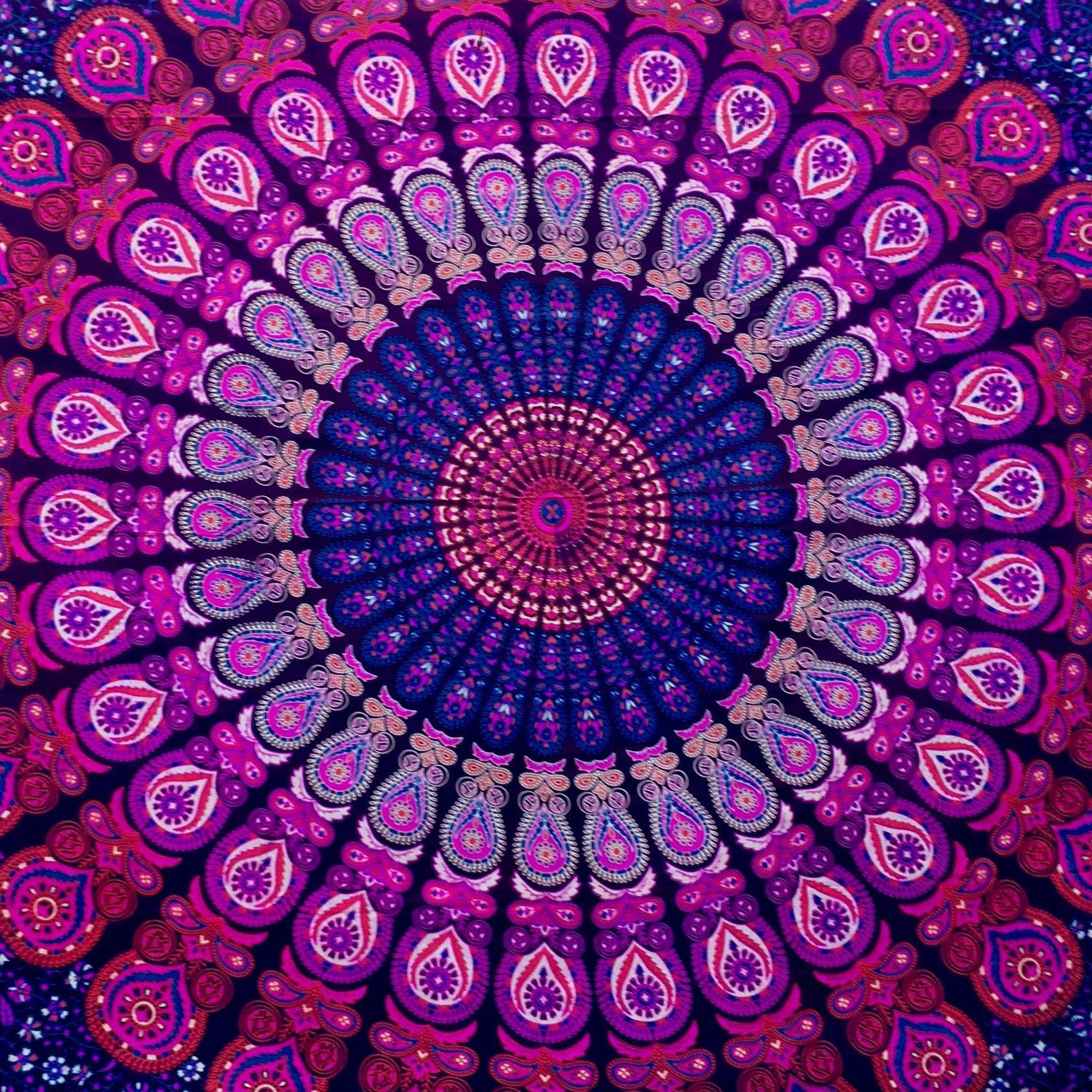 Made from 100% light-weight, breathable cotton fabric, the mandala tapestry is hand screen- printed in beautiful intricate motives. Instantly transform your room, dorm or apartment with this cost effe