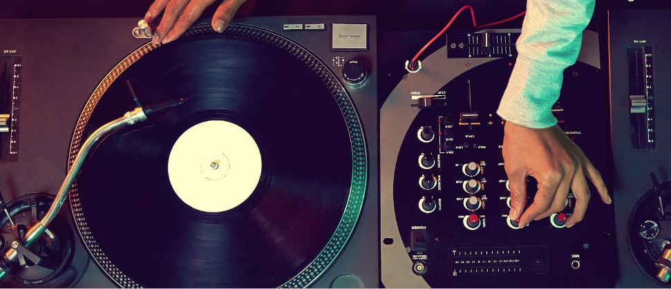 Find affordable rates party DJs at best price near you in